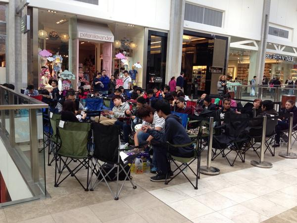 The start and end of the line at Apple store Doncaster in Victoria http://t.co/coJ8QY3FDw