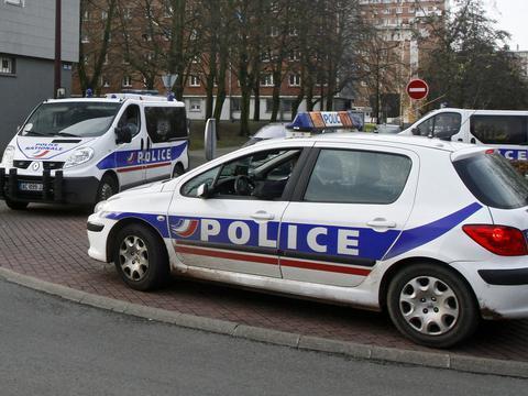 Lyon : Ils commettent trois braquages pour 'se payer un kebab' http://t.co/GWSswjBi2v http://t.co/kq1cjaFOjA
