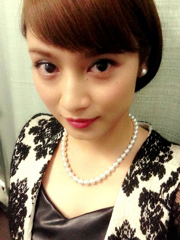 洋画風の衣装を着た平愛梨