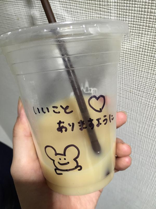 LAWSONのマチカフェのカッププリントこんなんに変わったんかーと思ったら店員のおねえさんの手作りだった http://t.co/Gl1CmI818N