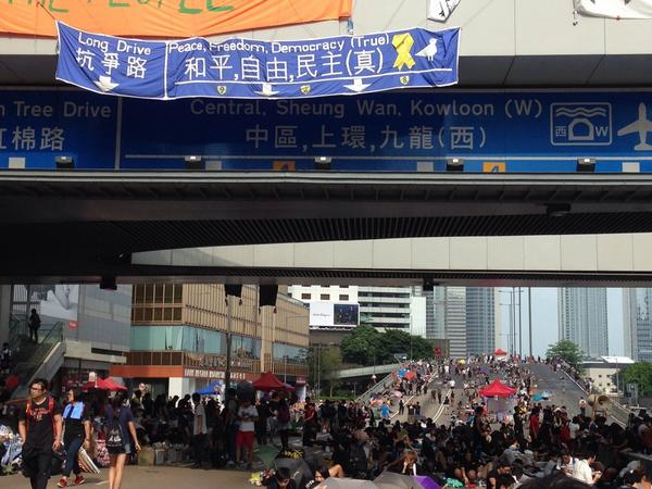 Brilliant sign. Struggle Road. To peace, freedom and democracy (genuine!) this way. #OccupyCentral http://t.co/bZQMEeip2M