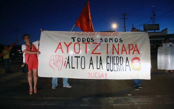 y aunque #TodosSomosPolitecnico hubo una terrible masacre contra los muchachos de #Ayotzinapa foto de ciudad juarez http://t.co/27As8fyDp1