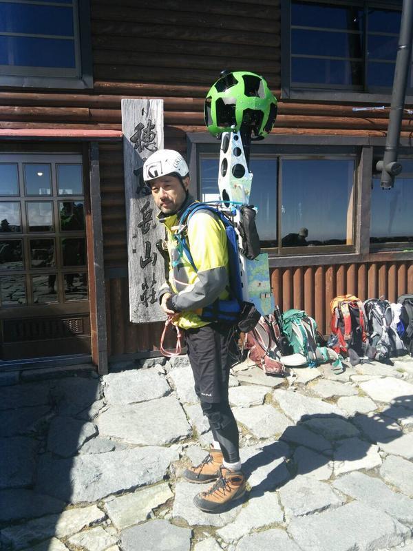 穂高岳山荘前。Google Maps ストリートビューの撮影をしていらっしゃいます。 http://t.co/3XGM05fsT0