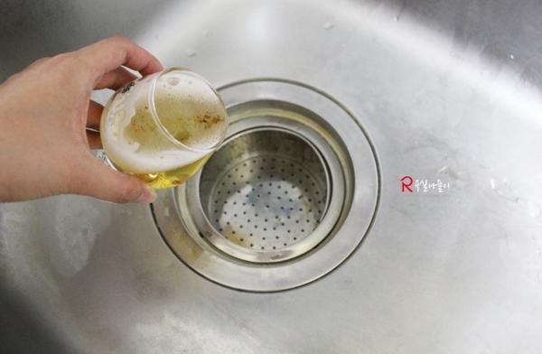 김빠진 맥주! 버리지 말고 활용해보세요 :)  청소부터 냄새제거까지 팔방미인 맥주활용법을 소개합니다^.^ http://t.co/0sqaJZ2tsq http://t.co/InyEYqKUu3
