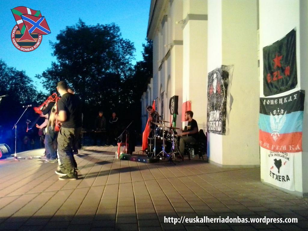 Concierto de Banda Bassotti en Donetsk By2AgzgIgAE_b6z