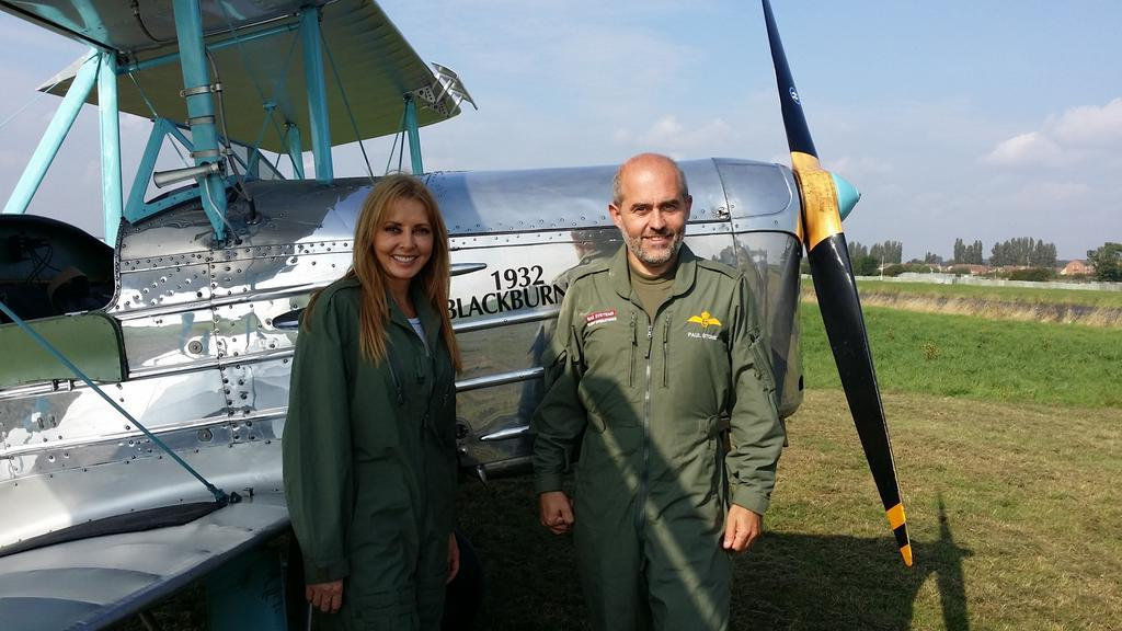 Chatting fabric wings and foldable wings with Paul @BAESystemsAir #theoneshow yesterday x http://t.co/DRq1lKZnAN
