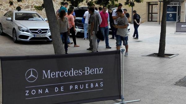Ya están los amigos de @MBenzMurcia en el Campus de Los Jerónimos. ¡Prueba los coches! http://t.co/uWsQ9Z9H0I