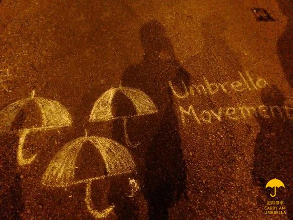 【求RT!!】RT @shilin0127: 《雨傘的正確使用指南》不知道怎麼打傘的人戳進來,想看美女的人也戳進來,支持香港的人更要戳進來~  http://t.co/N0Xv7PIQV3 http://t.co/3i8ozNcuLC