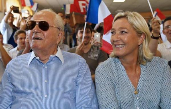 Le chien de Jean-Marie Le Pen dévore la chatte de sa fille Marine, elle déménage http://t.co/GAmvlt3Z3T http://t.co/vvcvCRlzsK