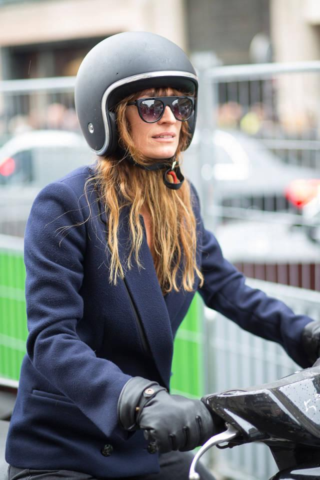 RT @Stylekick: @Carodemaigret bringing new meaning to #streetstyle on her scooter at #PFW. #loveit #loveher http://t.co/2dYWGODXb5