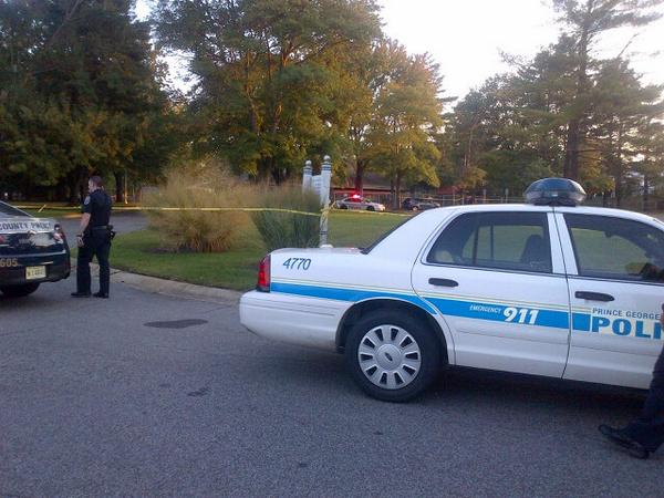 #PGPD says Bowie man shot, killed as he tried to break up a fight among teens. Victim Mitchelle White, 39. No arrest http://t.co/dRZtAZfOuX