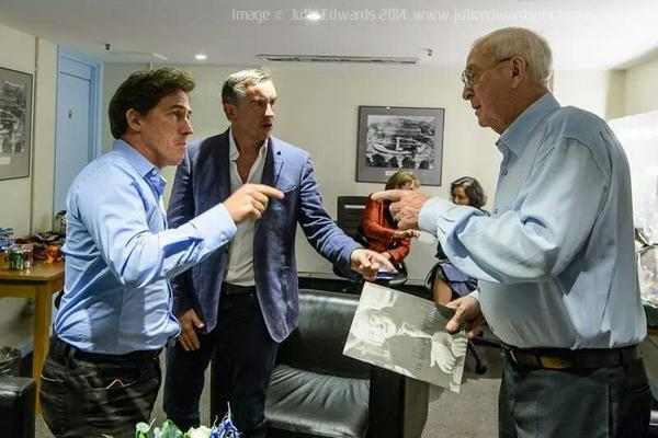 Brilliant shot of Sir Michael Caine rehearsing with Steve Coogan and Rob Brydon for the sketch that started tonight! http://t.co/vM0P7VeUVU