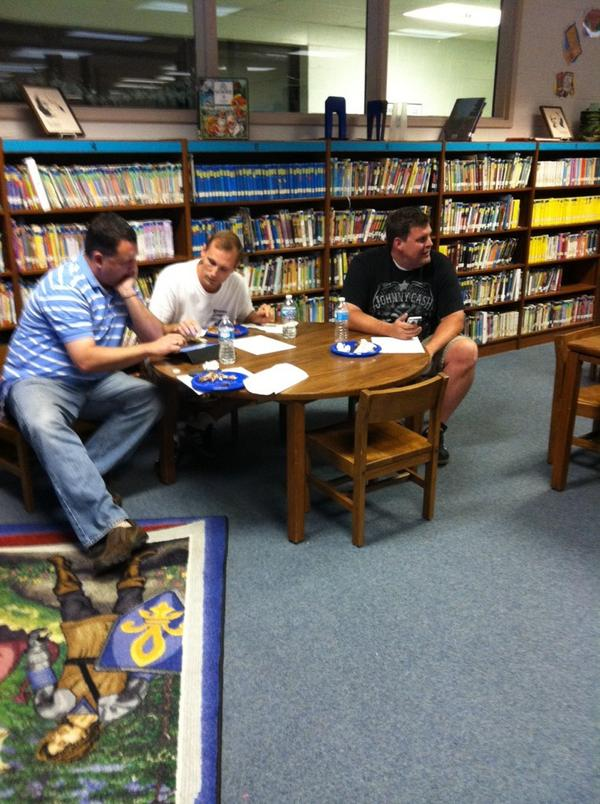 Dads learning to use Twitter & becoming engaged #ptchat #twuzz @BooneAir @fncoffenberry http://t.co/RmJmyd3jXE