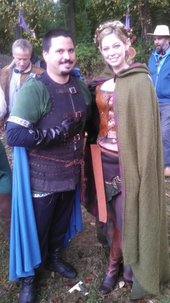 RT @KelvinLarps: Yana Nafé look alike? Possibly.  Super-awesome-elven-queen-in-her own right? Definitely!!  @OhAnaleigh and me on set. http…