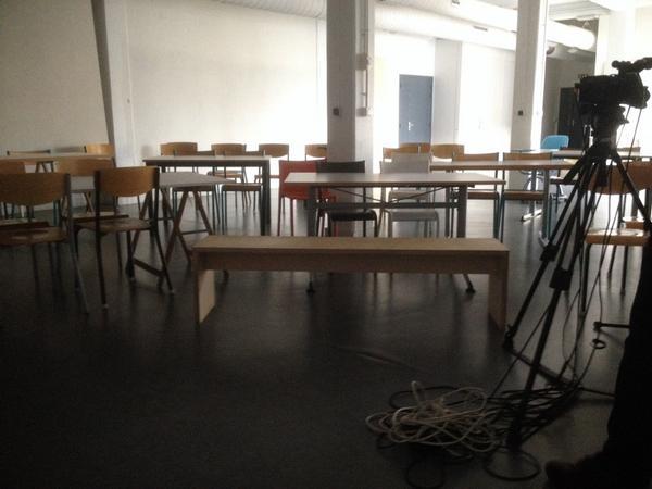 RT @AnthonyMasure: Installation de la salle @Ensci_Paris pour la journée d'études sur les méthodes #DesignRecherche http://t.co/2R2O7zdR3f