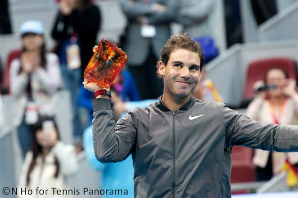 "Nadal v Gojowczyk R2. Nadal was given a crystal tiger for being elected ""most energetic player"" at #ChinaOpen http://t.co/E6mFK7KdwQ"