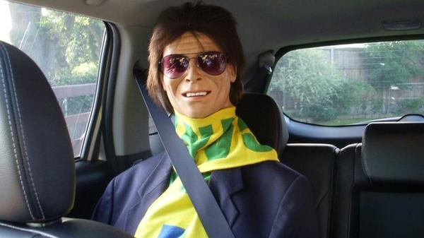 A life-size Sir Cliff Richard doll is used by a woman to make her feel safe when driving alone http://t.co/czktRYJMkE http://t.co/x8LiShaDvo