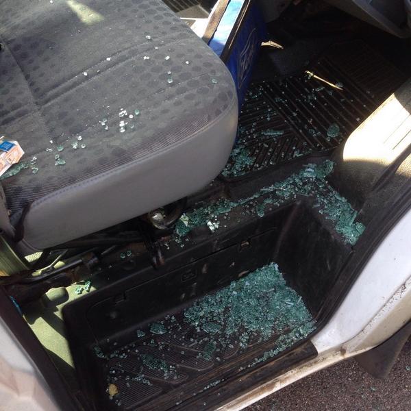 KiNGONS2日目にして車上荒しにあいメンバー4人バック、パスポートを盗まれ、仲田に関してはトラベルバックも盗まれ衣装以外何もありません!!悪いけどクソカッコヨク今日のイタリアライブ戦ってきます!!まじぃゃぉだよな!! http://t.co/hBVnxvR4c0