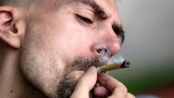 Philadelphia becomes largest US city to decriminalize marijuana http://t.co/QKbhg8Z30B http://t.co/WuffcoAEb5