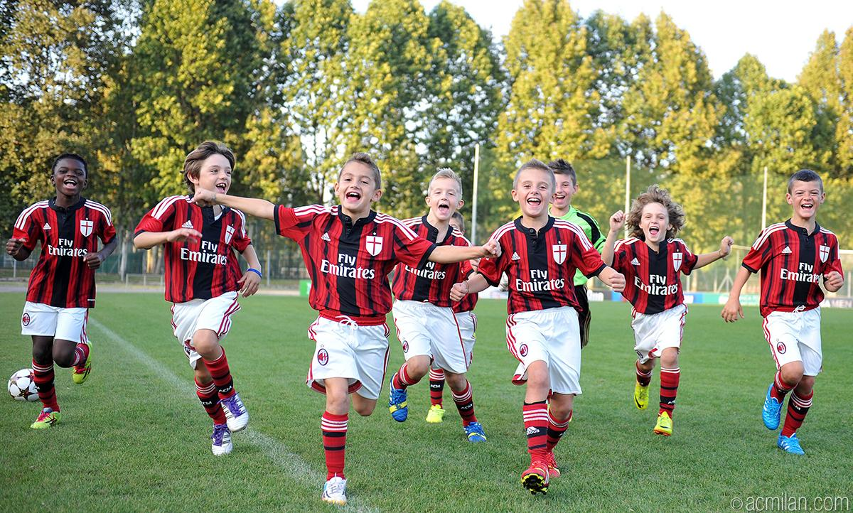 acmilan youth sector on twitter milan pulcini 2006 have a question for you do you like our. Black Bedroom Furniture Sets. Home Design Ideas