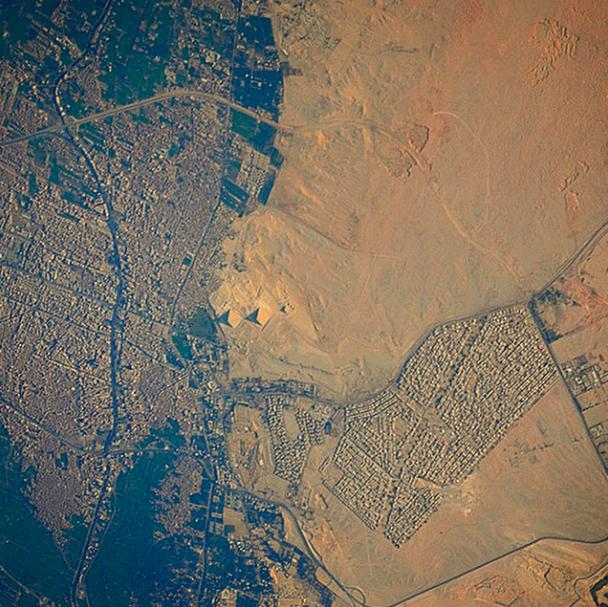 хотя пирамиды египта фото со спутника уже идет подъем