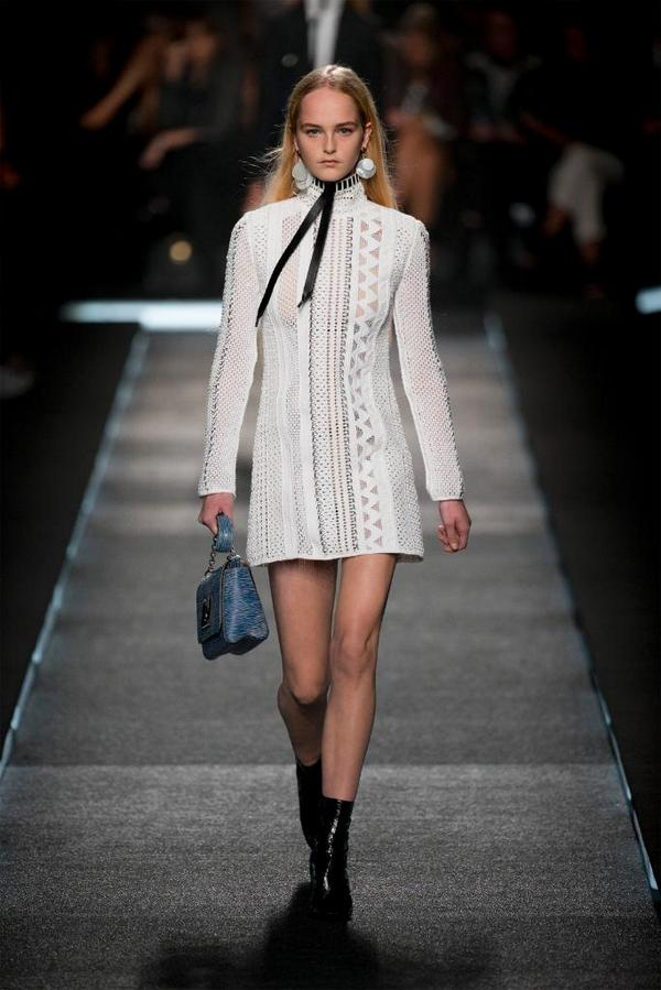 Looks from the #LouisVuitton #LVSpring Show. Watch it now on http://t.co/DI6C5dJk7N http://t.co/daOeDvlHX6