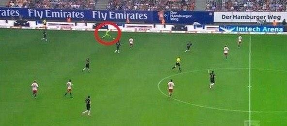 Not a line of 3; clearly Neuer is left back at @FCBayernEN #HSVFCB http://t.co/adyi9KPg9z