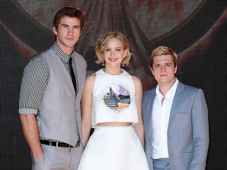 Watch the first FULL Hunger Games: Mockingjay Part 1 trailer! http://t.co/8Je6I1HLYZ http://t.co/8Spxfu6LCF