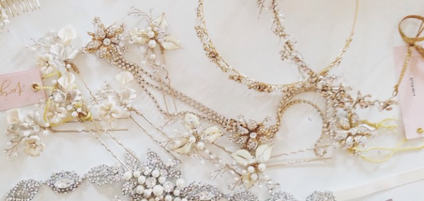 Attention brides-to-be: these budget-friendly wedding hair accessories are simply stunning! http://t.co/qX2dO5AW2d http://t.co/pF1iAUDj6K
