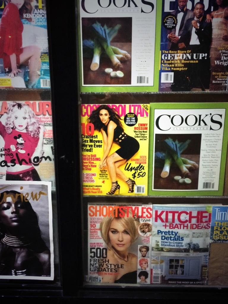 RT @madeline_haller: Spotted: @Cosmopolitan casually doing her thing in a NYC storefront. 💁 http://t.co/VBiN4zPGro