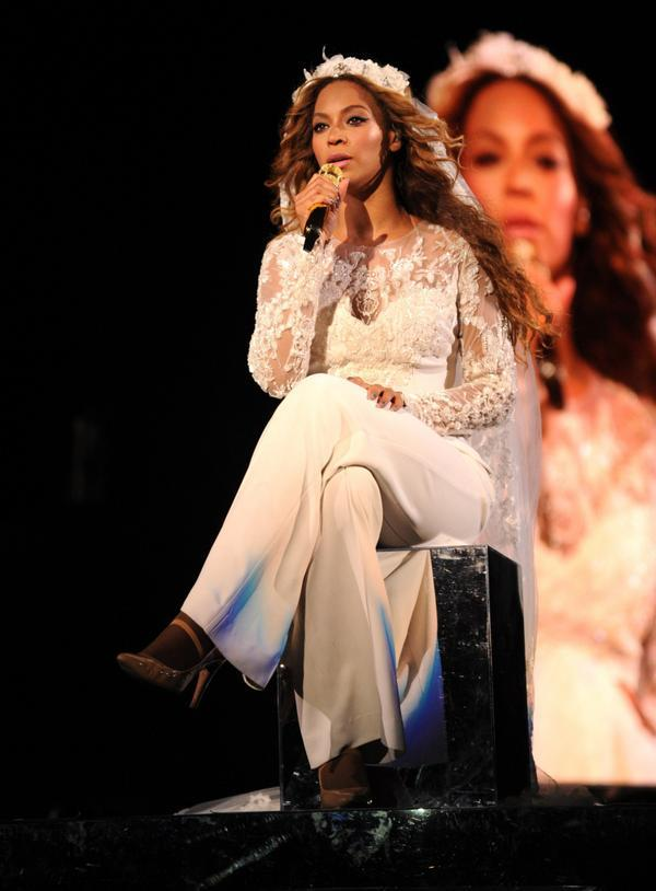 Beyonce wearing a @ElieSaabWorld White Lace embroidered jumpsuit #OnTheRunHBO http://t.co/XtoK6q4tZk