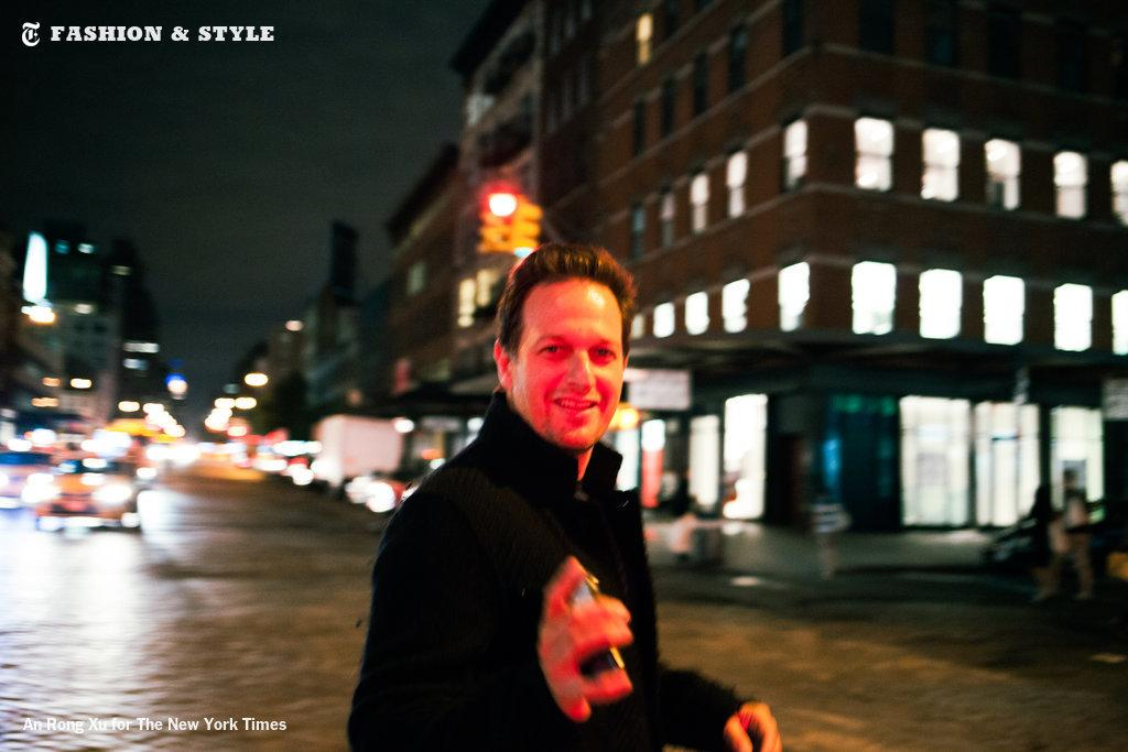 Josh Charles spontaneously turns an evening of drinks into a night of stand-up. http://t.co/bpodDJ0YR6 http://t.co/DEE2w52hSK