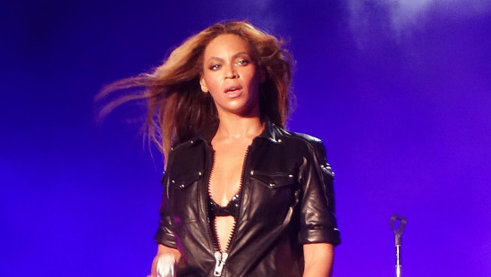 Beyonce sports a hot new tour look @givenchy http://t.co/2YZ5ZUDkuH http://t.co/o09JdAWHpv