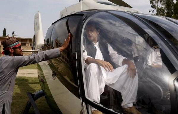 Majid Agha On Twitter QuotImran Khan Arrives ISB Airport On Helicopter Fro