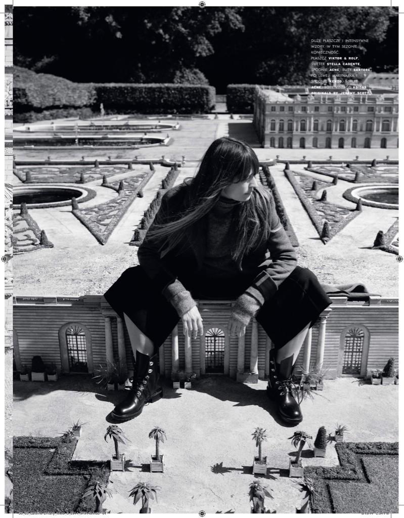 Chillin' in Versailles  with @mathieucesar for @vivamoda @agnieszkascibior #FeelingAlittleBig http://t.co/94OWCwuJcs