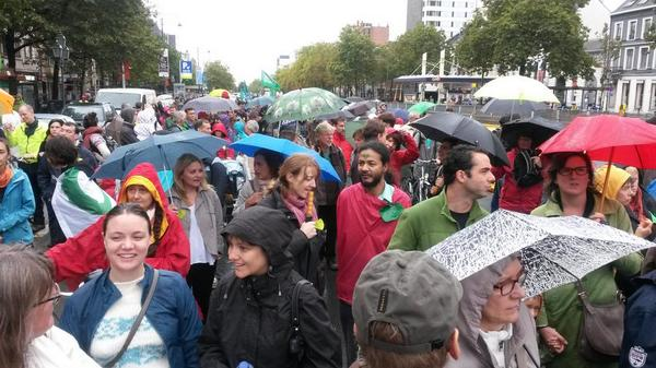 Thank you #Brussels! Brollies out as thousands join #ClimateMarch. #PeoplesClimate #ClimateMarchBXL http://t.co/0sN0VXOc2V