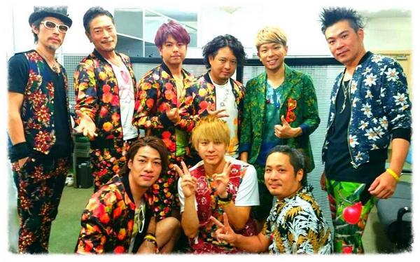 ポルノグラフィティさん横浜スタジアムライブ終わり!! 今日も本当にやばかった!!出し切りました! 楽しかったー!!!本当に本当にまたやらせていただきたい!!ありがとうございました!!  ※写真は本番前にサポートメンバー全員で。 http://t.co/n6X7uYxMJy