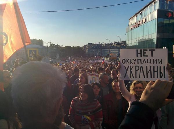 """Российская полиция и """"титушки"""" сорвали проведение Марша мира в Новосибирске: """"Путин жаждет смерти и горя"""" - Цензор.НЕТ 2153"""