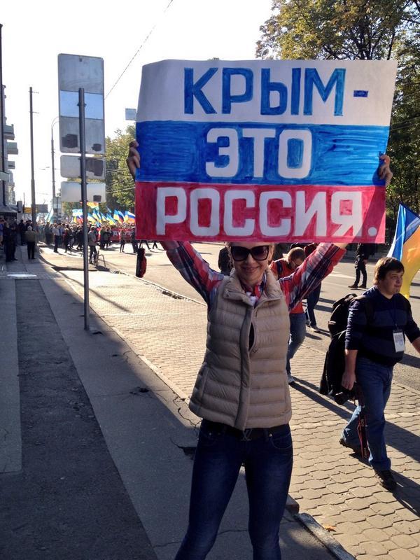 На так называемом марше мира @AnnaSamarsky проявила настоящий героизм. Организаторы угрожали ей физической расправой! http://t.co/rOEgUinbqc