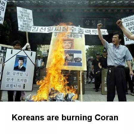 """無知で愚かな朝鮮人たち。""""@Braveymithra: @seagreenjp2000 @hide11150527  韓国人がコーランを燃やしているところです。イスラム教の方が激怒なさるに違いないので、拡散は禁止です!http://t.co/5mT3bcZSof"""""""