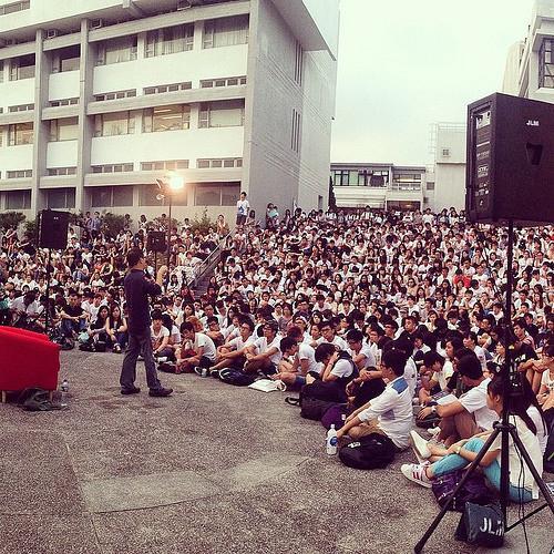 此謂大學之美。謝謝這些美麗靈魂。 http://t.co/KNcFZYSfJz