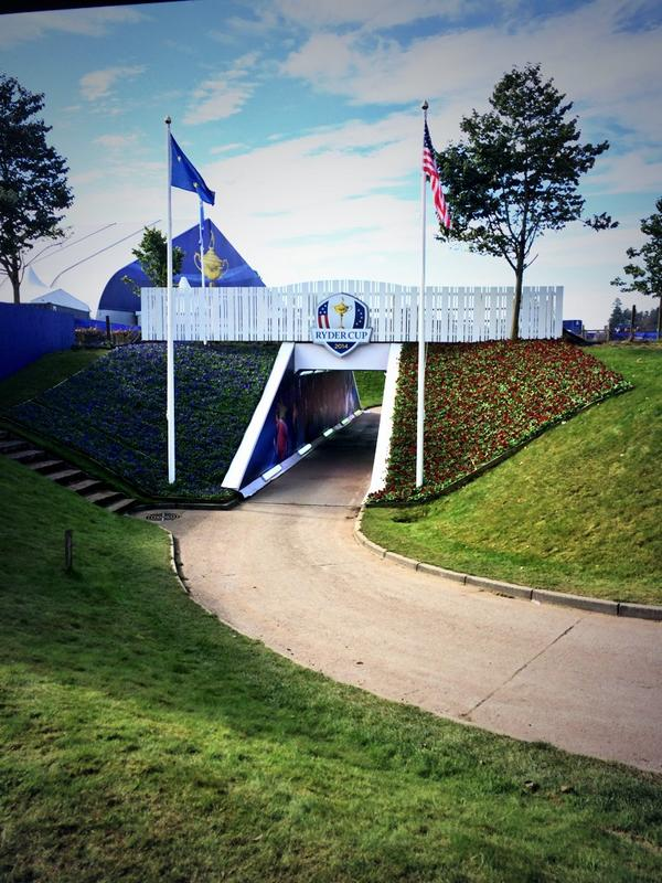 The tunnel the players will walk through to the 1st tee @SkySportsGolf  @rydercup http://t.co/2HZjgXynZG