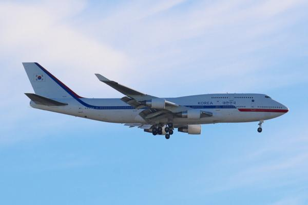 Korean Air Force 1 Heavy approaching JFK Runway 31L for #UNWeek. #UNGA14 @NYCAviation http://t.co/QaaG8ZfJDB