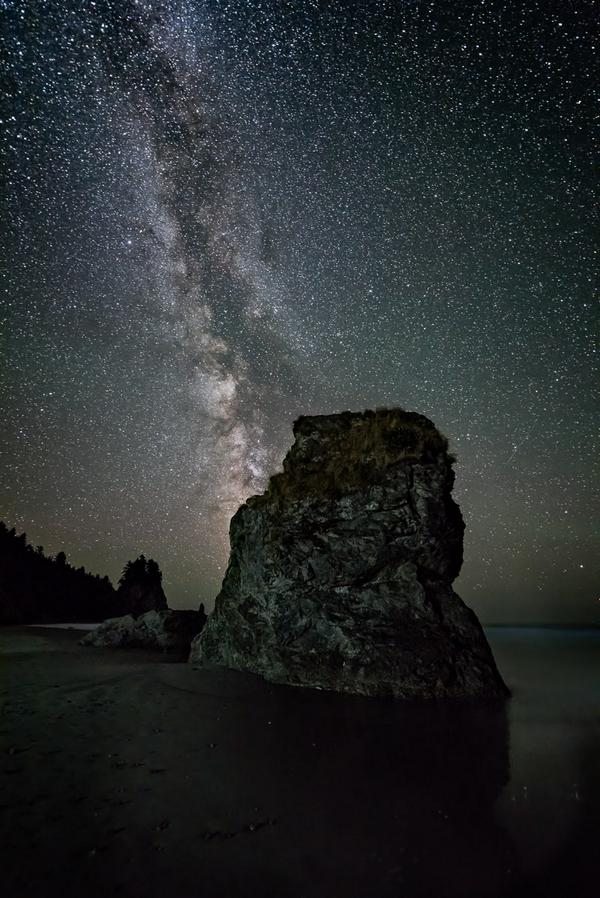 Milky Way from Mosquito Creek, #olympicnationalpark A gorgeous night in a spectacular location. @NPCA , via Hudson Henry @Hudson_Photo