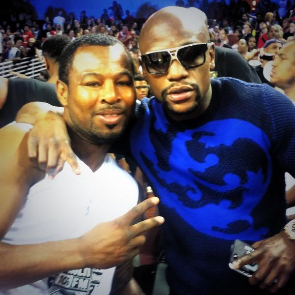 Moments like this are priceless. Good seeing you @FloydMayweather at the #Power106AllStars game. #TeamMosley #Boxers http://t.co/aCqyQE7j8x