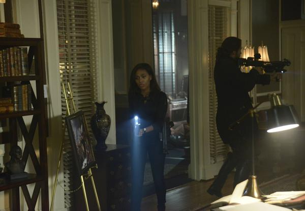 It would seem that War in #sleepyhollow has reached the modern era. #sleepypremiere http://t.co/WtdqdIJHI9