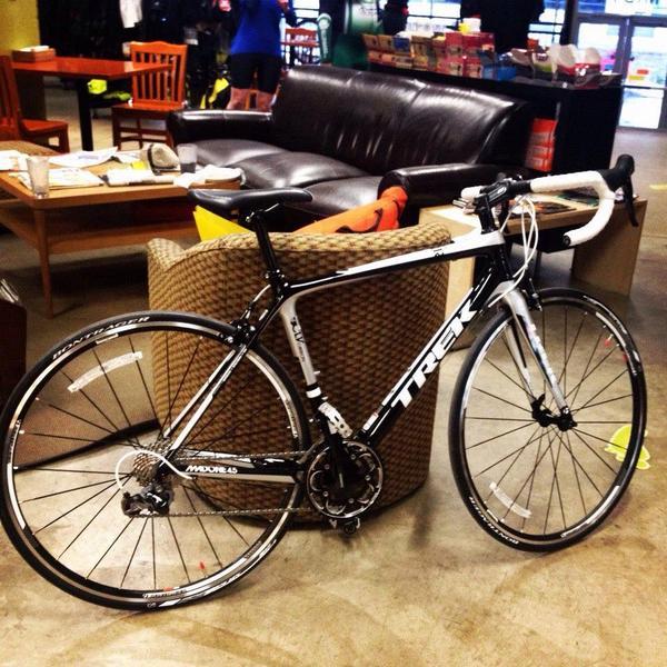 My bike was STOLEN tonight. Please share this photo. Cyan bar tape now. Black & white frame. Trek Madone 4.5. http://t.co/RIZt95w0vt
