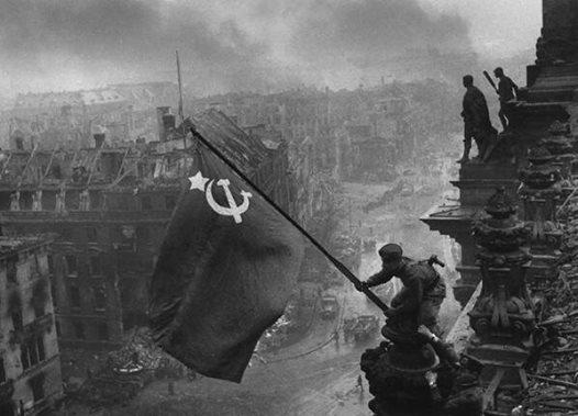 Soviet flag on the Reichstag, Berlin, May 1945 http://t.co/Oo4sSi8CsZ