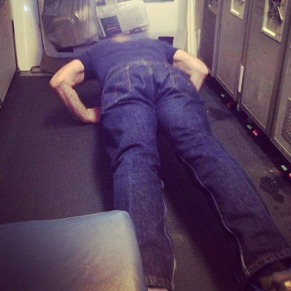 """@PassengerShame: Just some galley push-ups, no big whoop! #PassengerShaming #crewlife #TravelSkills http://t.co/YJ5S24Y6Zu"" #thatsok"