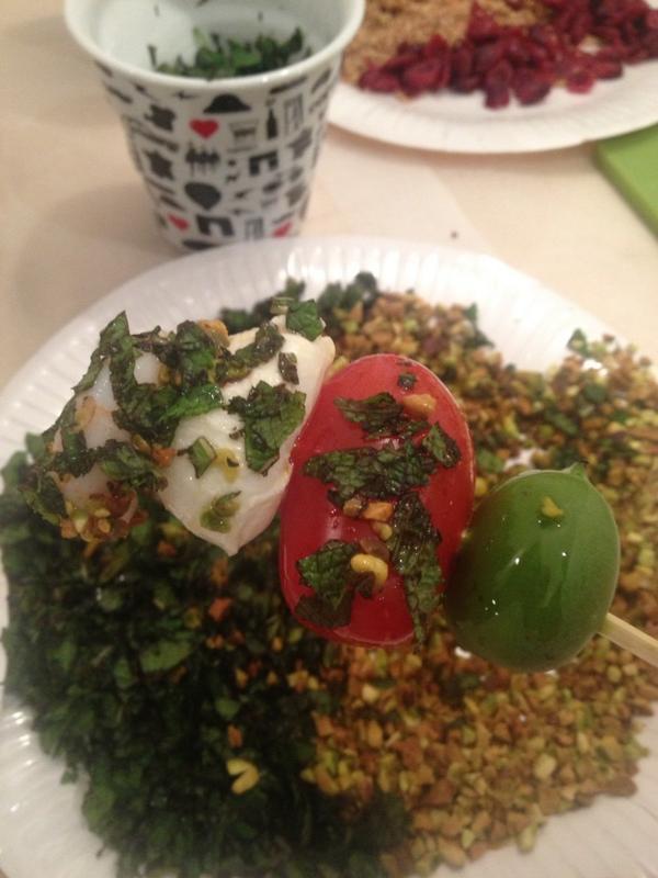 Atelier cuisine autour du nergi, le bébé kiwi qui se marie avec tout, Miaaaam !  #nergi #estory http://t.co/tG4bTMexKP